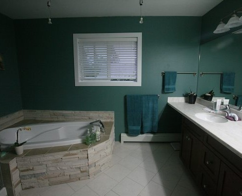upstairs bath after
